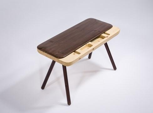 Floating table، مصمم بواسطة وو وي