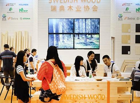 اهتمام كبير في الخشب السويدي في معرض الأثاث في غرب الصين