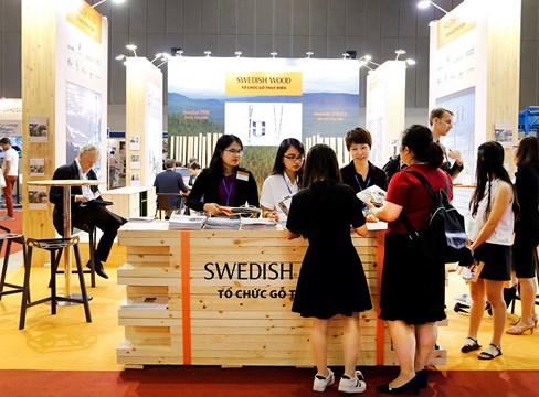 ترى صناعة الأخشاب السويدية إمكانيات كبيرة لدعم صناعة معالجة الأخشاب الفيتنامية سريعة النمو بالأخشاب الصنوبرية السويدية